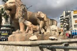 الشرطة توضح بشأن تكسير الاسود على دوار المناره في مدينة رام الله