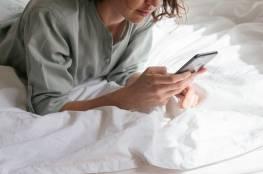 النوم بجانب الهاتف الخلوي.. العواقب والمخاطر الصحية