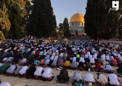 الالاف يؤدون صلاة العيد في المسجد الاقصى المبارك
