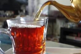 تعرف على خطورة تناول الشاي على معدة فارغة