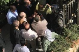 5 إصابات خلال اقتحام الاحتلال مبنى محافظة القدس