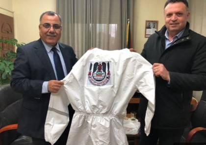 نقابة الصحفيين توفر 700 لباسا خاصا للصحفيين في فلسطين