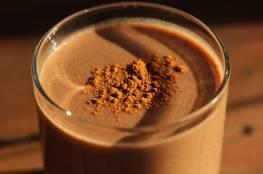 دراسة تكشف فائدة مذهلة لكبار السن من تناولهم الكاكاو