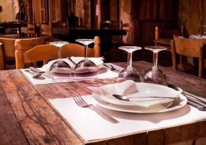 مطعم استرالي يواجه انتقادات لاذعة بسبب مزحة من صاحبه