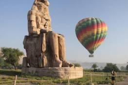مصر تعيد رحلات البالون الطائر فوق معابد الفراعنة بالاقصر