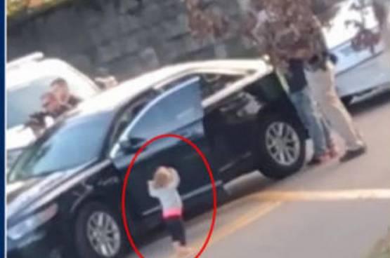فيديو.. طفلة أمريكية تسلم نفسها للشرطة رافعة يديها بسبب والديها