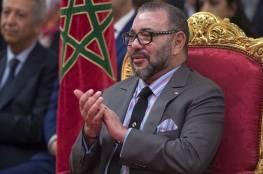 شاهد: إيهود باراك ينشر صورة تجمعه بالعاهل المغربي قبل 42 عاما والهدية التي أحضرها له