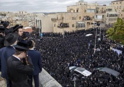 آلاف الحريديين يتزاحمون بجنازة حاخام خلافا لتعليمات كورونا