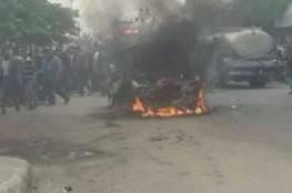 """صور .. رفح: مقتل """"مواطن"""" برصاص الأمن وعائلته تحرق سيارتين للشرطة"""
