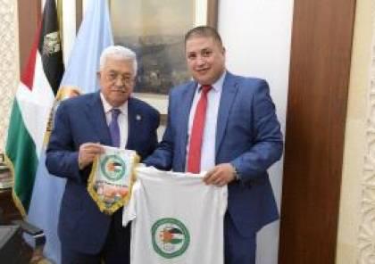 الرئيس يستقبل رئيس جمعية الصداقة والاخوة الفلسطينية الجزائرية