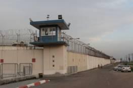 هيئة شؤون الأسرى تحذر من صعوبة وضع أربعة عشر أسيرًا في سجن النقب