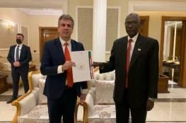 شاهد: وزير اسرائيلي يصل الخرطوم واتفاق مع السودان على تبادل فتح السفارات بأقرب وقت