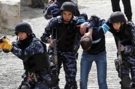 قناة عبرية تزعم .. السلطة اعتقلت 3 شبان خططوا لتنفيذ عمليات ضد إسرائيل