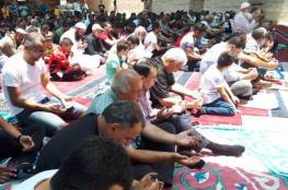 عشرات المقدسيين يؤدون صلاة الجمعة في واد الحمص