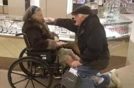 بعد 63 عاما على زواجهما.. يطلب يدها مجددا