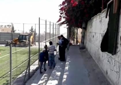 """الاحتلال يمنع ترميم ملعب """"الشهيد عرفات"""" في العيسوية بالقدس"""