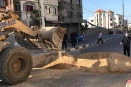 شاهد: الشرطة تُغلق بالسواتر الرملية الطرق المؤدية لشمال قطاع غزة