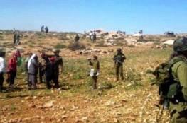 الاحتلال يمنع المزارعين من حصاد أراضيهم في حمصة الفوقا