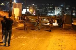 الاحتلال يغلق مدخل بلدة حزما بالقدس