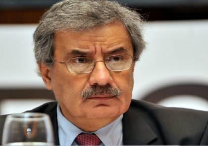 """وزير لبناني سابق يعقد مؤتمرا كي يعتذر عما قاله بحق """"حزب الله"""" والأسد"""