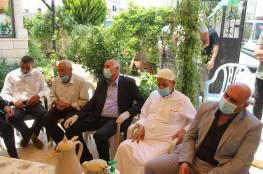 الرجوب خلال زيارته عائلة الأسير أبو وعر: قضية الأسرى على سلم أولويات القيادة