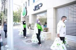"""""""جوال"""" تدعم التنمية الاجتماعية بطرود صحية في غزة"""
