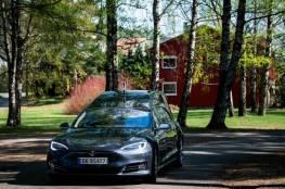 """محكمة ألمانية تمنع شركة """"تسلا"""" من استخدام عبارة """"ذاتية القيادة"""" في الإعلانات"""