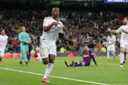 فيديو.. ريال مدريد يهزم برشلونة وينتزع صدارة الليجا