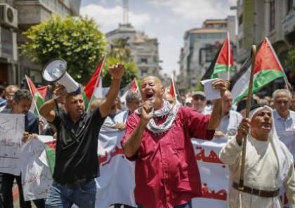 """صور.. مئات المواطنين يتظاهرون ضد """"ورشة المنامة"""" في رام الله"""