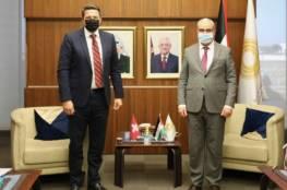 محافظ سلطة النقد يلتقي ممثل سويسرا لدى فلسطين