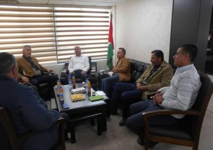 أبو هولي ووزير الحكم المحلي يبحثان المشاريع المقدمة للمخيمات