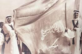 صورة نادرة للملكين سلمان وفهد يوم تولي الملك سعود الحكم