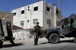 الخليل: الاستيلاء على مضخة باطون ومنع مواطن من استكمال بناء منزله