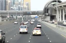 الإمارات تكرم مواطنا لم يرتكب مخالفة مرورية في 49 عاما