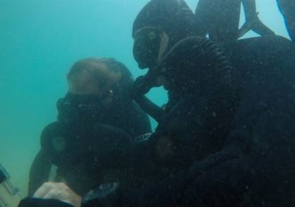 هذا ما تقوم به الوحدة الخاصة الإسرائيلية في أعماق البحر!