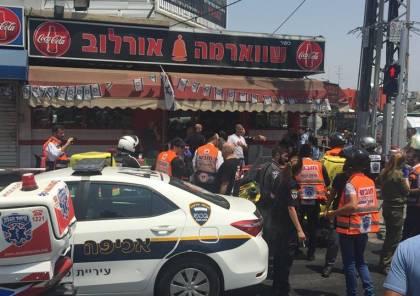 فيديو: شاب فلسطيني يطعن فلسطينيا في تل ابيب ظنا انه يهودي واعتقال المنفذ