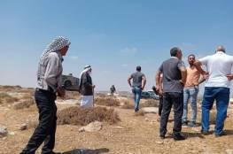 مستوطنون يشرعون ببناء بؤرة جديدة جنوب شرق الخليل