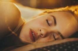 النوم الجيد ينظف الدماغ من السموم ويحمي من الخرف