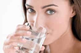 10 أطعمة ترطّب الجسم وتغنيك عن شرب الماء