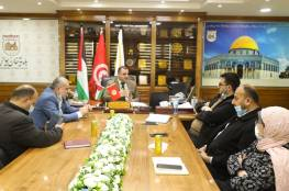 بلدية خان يونس توقع اتفاقية تعاون مع نظيرتها مدنين التونسية