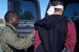 جيش الاحتلال يعتقل ثلاثة شبان بعد الاعتداء عليهم على حاجز زعترة