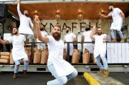 فيديو.. خبازون يتراقصون في سيدني ويقدمون الكنافة للأستراليين