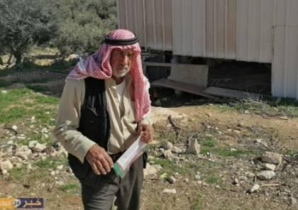 الاحتلال يجبر مواطنا على هدم حظيرة مواشي شرق بيت لحم