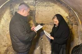 شاهد الصور : نتنياهو وزوجته يصليان للفوز بالانتخابات