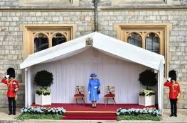 صور ..حتى الملكة إليزابيث لم تسلم من فظاظة ترامب واهاناته لها!!