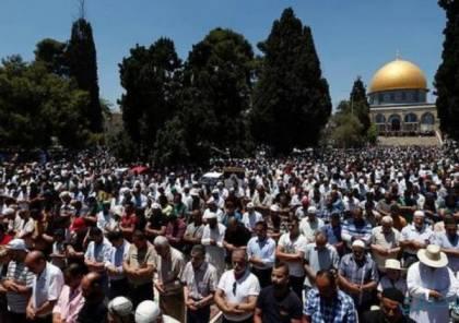 عشرات آلاف المصلين يتوافدون الى الاقصى لأداء صلاة الجمعة الثالثة من رمضان