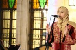 محامية مقدسية ينتظرها الجمهور للغناء على المسرح