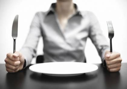 لماذا يتسبب الجوع الشديد أحيانا بالغثيان؟