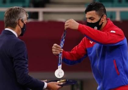 """ما حقيقة إهداء لاعب إيراني ميداليته لـ""""إسرائيل"""" بالأولمبياد؟"""