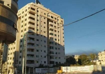 شاهد: لحظة استهداف الاحتلال لشقتين سكنيتين ببرج مشتهى في غزة